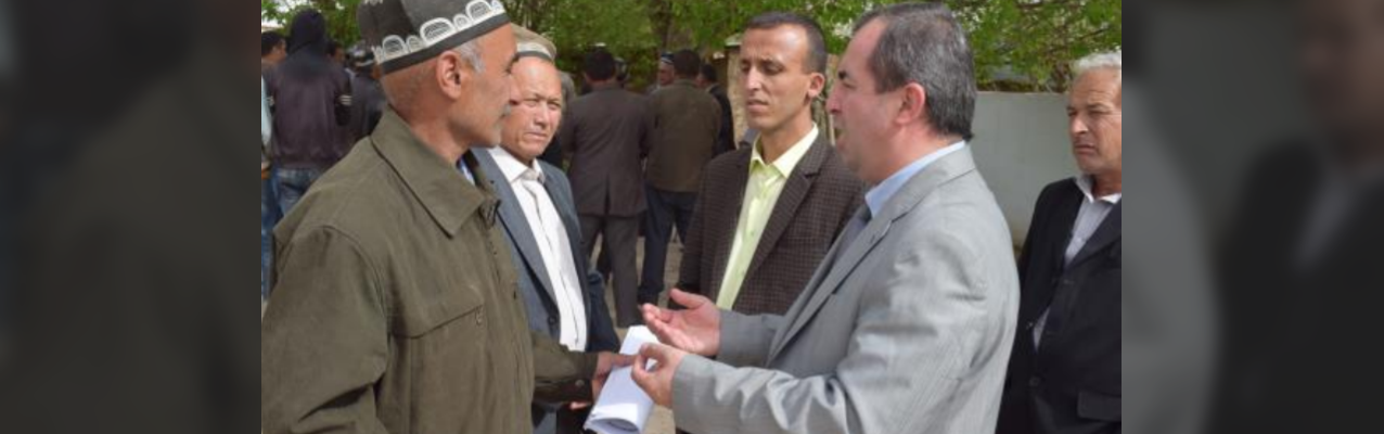 LAC lawyer Ibrobim Sharipov consults Mr. Said Sharipov and other shareholders of the dehkan farm Mirzo Gado.