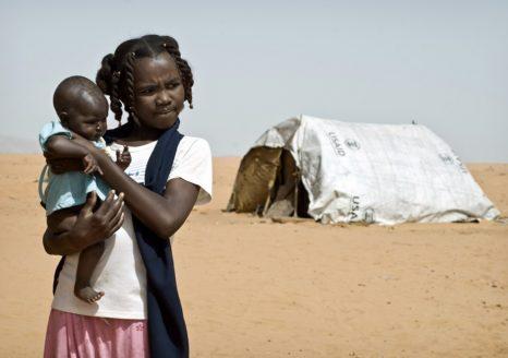 Internally displaced girl in Sudan