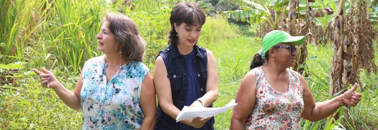 3 women in Colombia